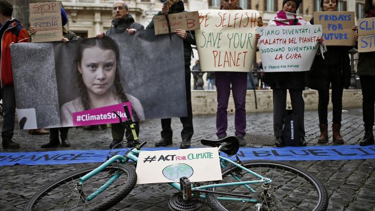 Clima, gli studenti scioperano per salvare la Terra: quasi 200 manifestazioni in tutta Italia