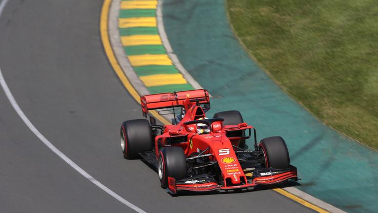 """F1, Mondiale al via in Australia. Vettel sfida Hamilton: """"Spero di essere una preda"""""""