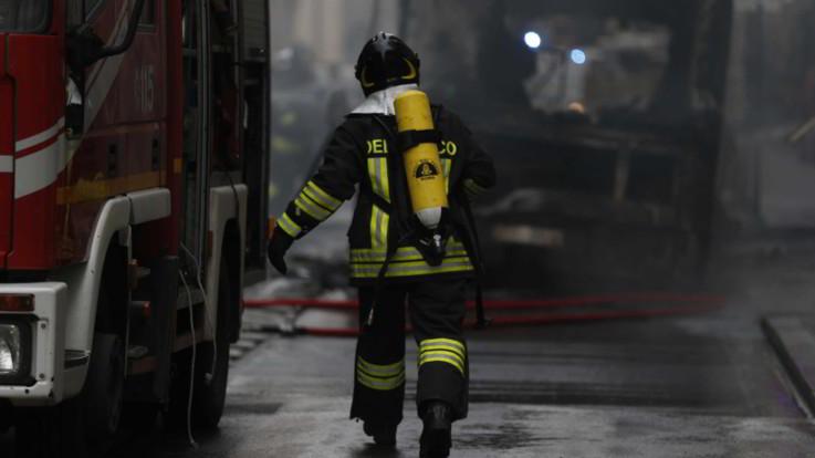 """Roma, un altro autobus in fiamme. Codacons: """"E' il 59esimo rogo nell'era Raggi"""""""