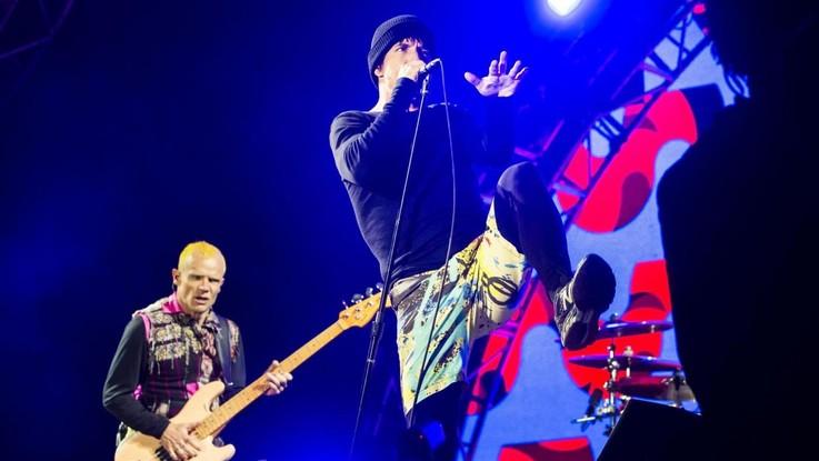 Red Hot Chili Peppers, stasera in streaming lo show alle Piramidi di Giza