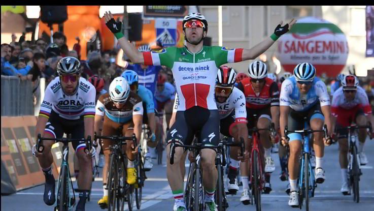 Ciclismo, Tirreno-Adriatico, Viviani trionfa a Foligno