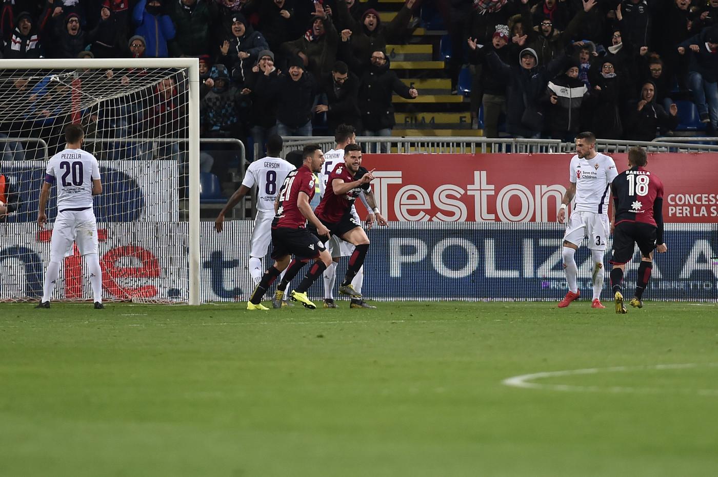Fiorentina, addio sogni europei. Vince il Cagliari: ed è quasi salvo 2-1