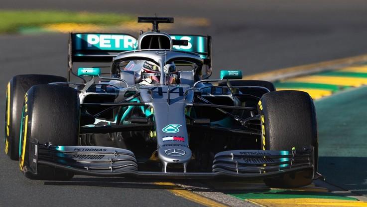 Gp d'Australia, Hamilton in pole davanti a Bottas. Terza la Ferrari di Vettel