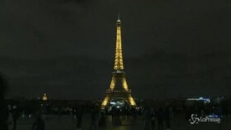 Nuova Zelanda, la Tour Eiffel si spegne per ricordare le vittime