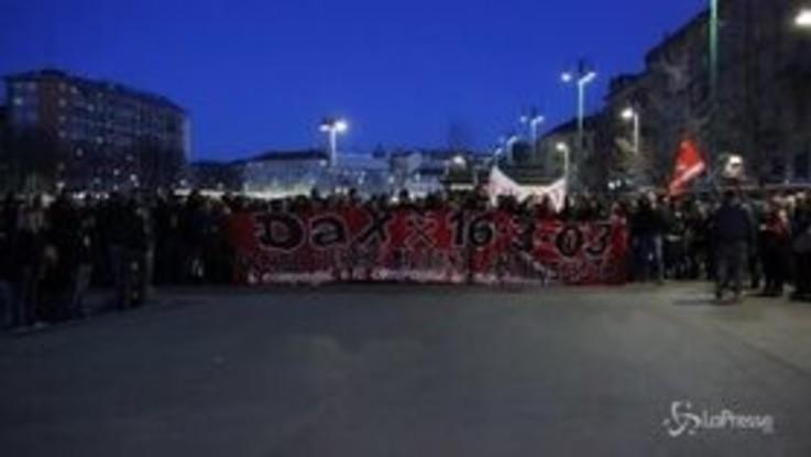 Milano, corteo antifascista per 'Dax'