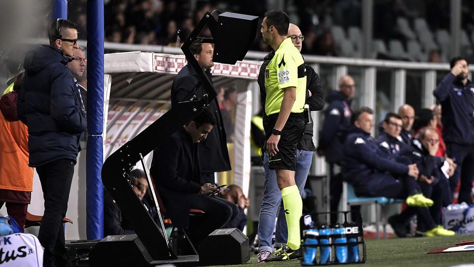 L'arbitro Mariani al Var ©