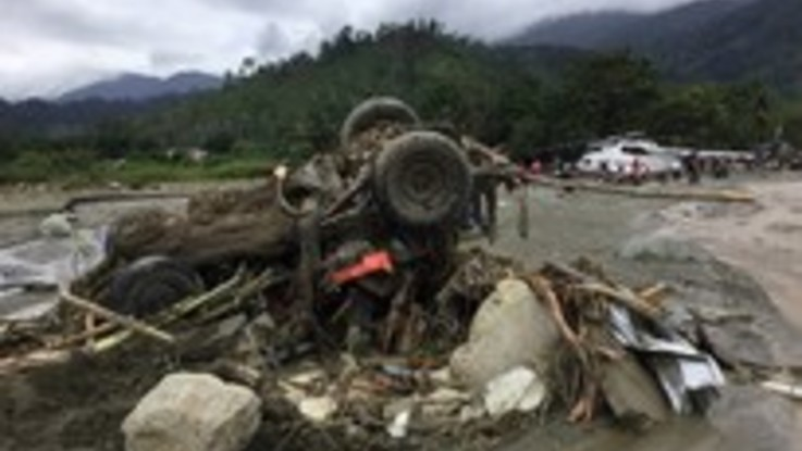 Disastrosa alluvione a Papua (Indonesia). Almeno 50 morti