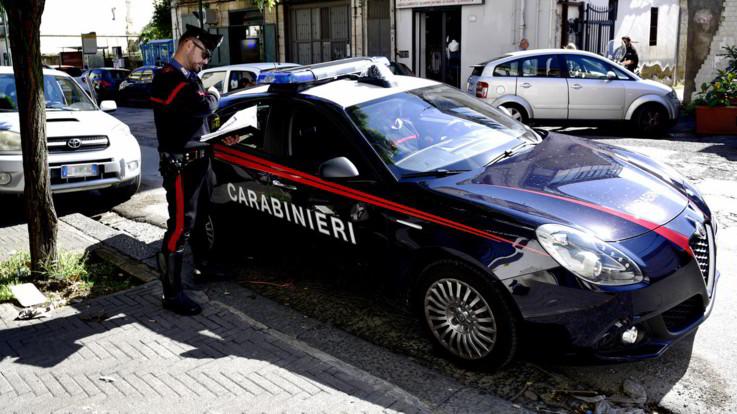 Torino, sesso e droga con un 14enne amico della figlia: arrestata 42enne
