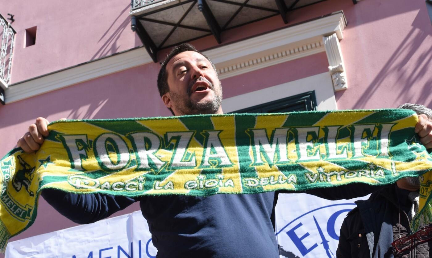 """Basilicata, Salvini replica ai contestatori: """"Io fascista? Siete vecchi, aggiornatevi"""""""