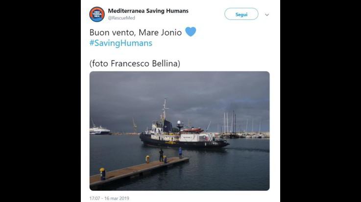 Ong italiana salva 50 migranti e va verso Lampedusa. Viminale pronto allo stop