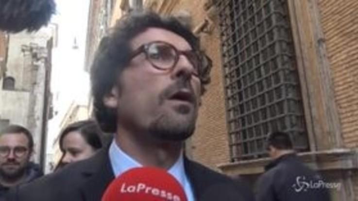 """Mare Jonio, Toninelli: """"I migranti stanno bene ma Ong dovrà rispondere alla magistratura"""""""
