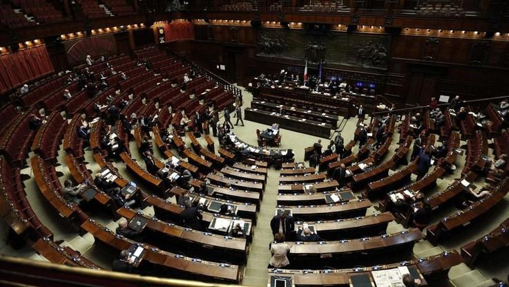 Decretone, governo pone fiducia alla Camera