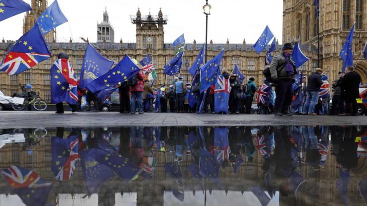 """Brexit, May chiede rinvio al 30 giugno. Ue avverte: """"Gravi rischi legali e politici"""""""