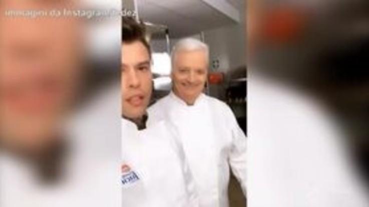 """Fedez """"assistente"""" del pasticciere Massari: preparano il tiramisù perfetto"""