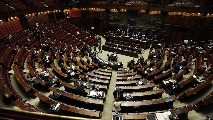 Decretone, governo incassa fiducia Camera con 323 sì