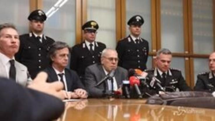"""Bus dato alle fiamme, procuratore Greco: """"Da Carabinieri intervento da manuale"""""""