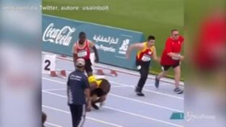 L'atleta disabile, giamaicano come Bolt, corre sulle mani e lo conquista
