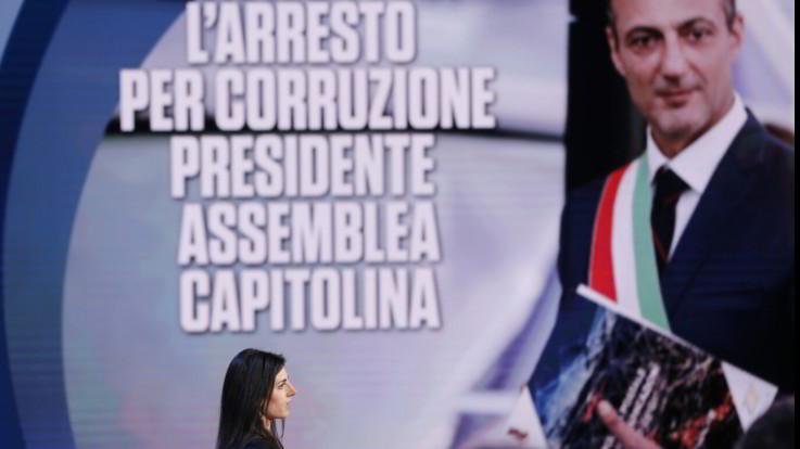 """Mazzette a Roma, la difesa della Raggi: """"E' il passato che ritorna"""""""