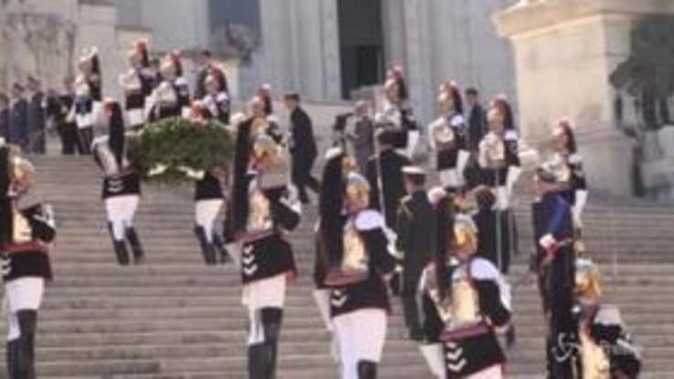 Italia-Cina, Xi Jinping depone una corona d'alloro all'Altare della Patria