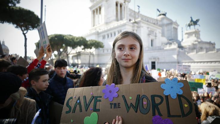 Studenti in piazza a Roma per il clima e contro le Grandi opere inutili