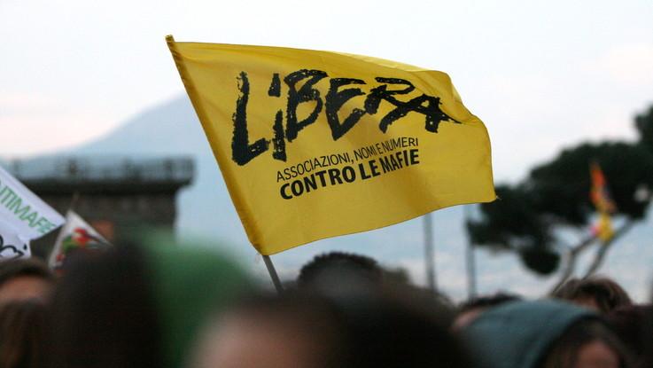 """Palermo, incendiata la macchina di un'attivista di Libera. Di Maio: """"Non sei sola"""""""