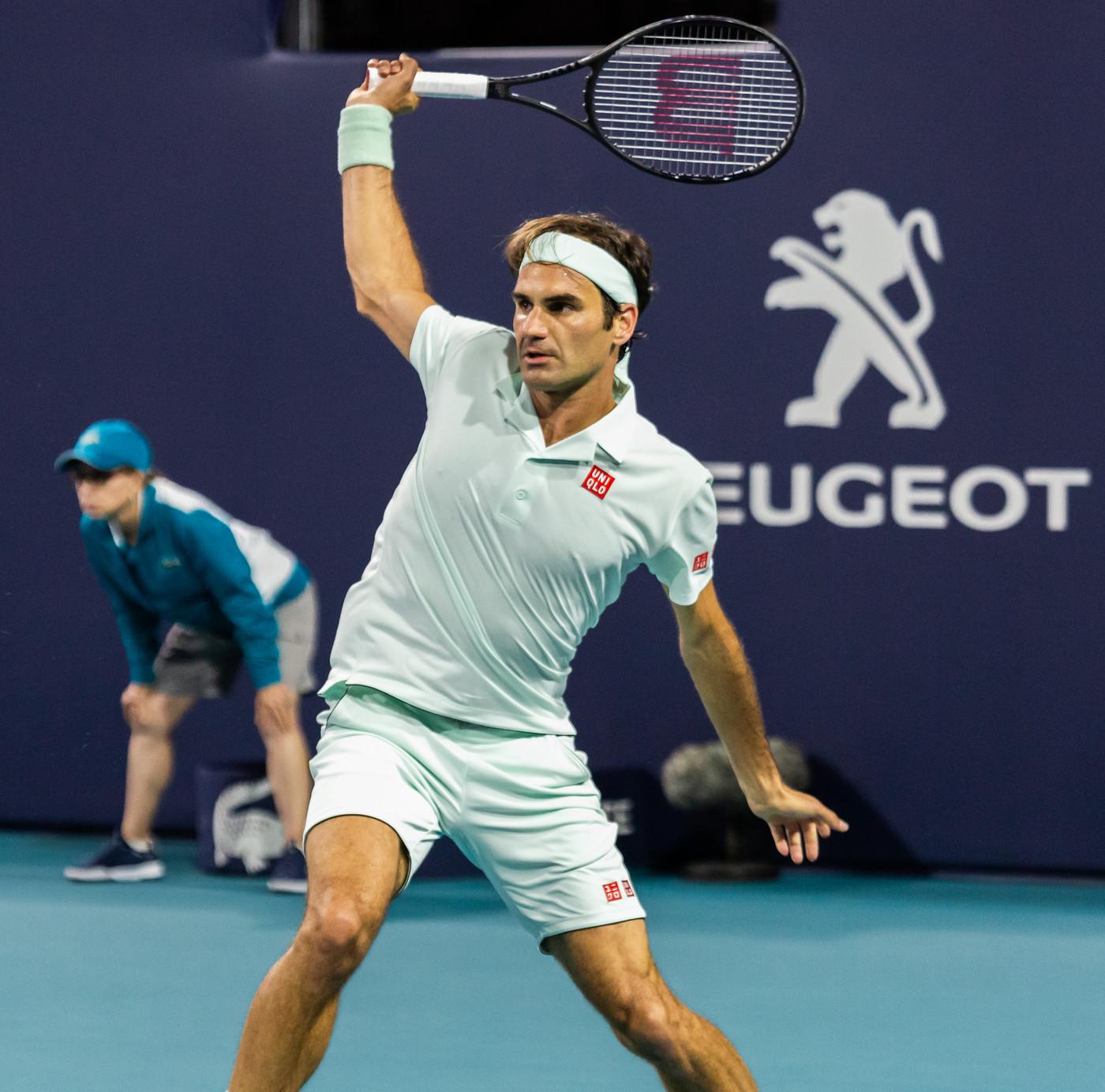A Miami, Djokovic avanti faticando. Agli ottavi anche Simona Halep e Pliskova