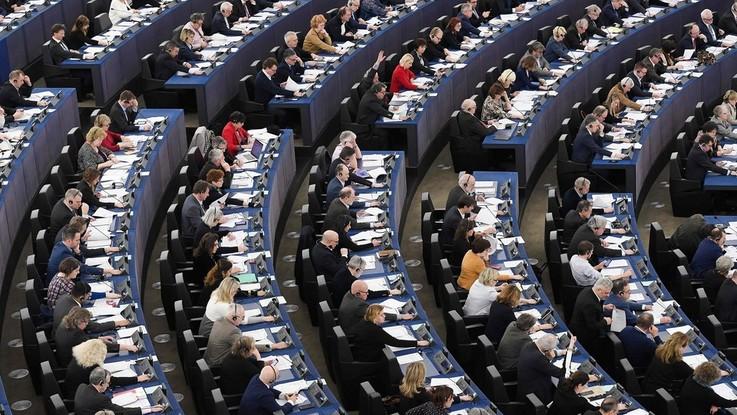 Copyright, la riforma al Parlamento Europeo. Protesta Wikipedia