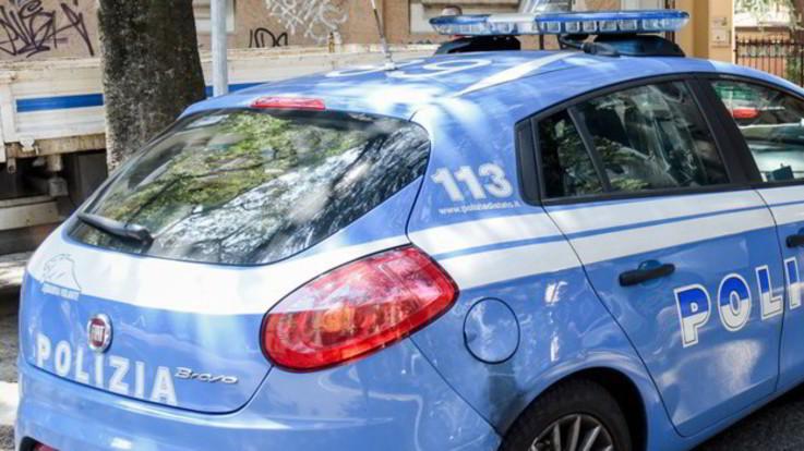 Aggressione razzista a Roma: calci, pugni e insulti contro una donna di colore