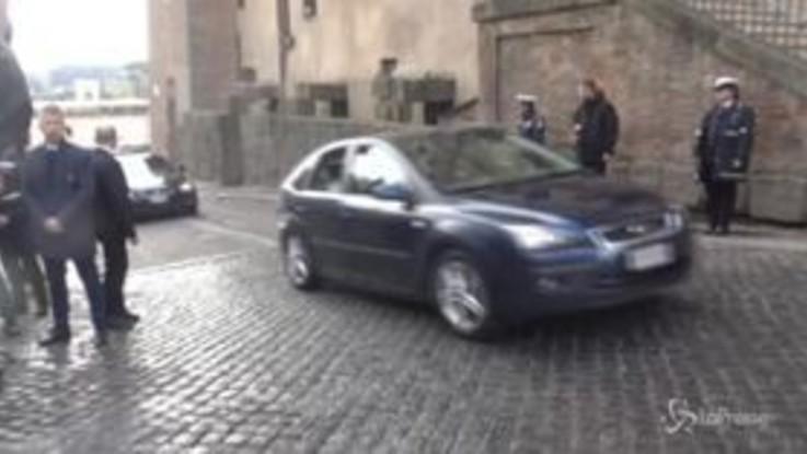 Roma, il Papa arriva in Campidoglio