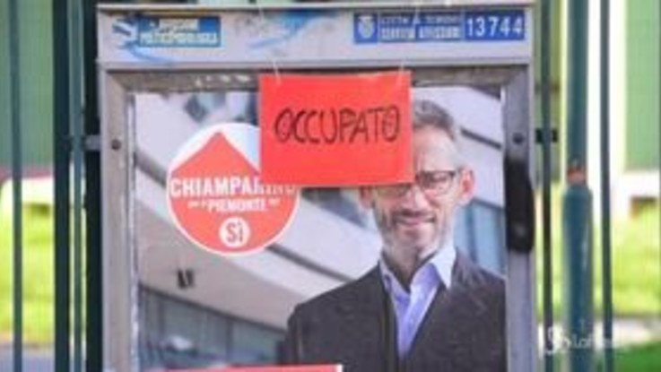 Torino, blitz degli anarchici: occupata l'ex scuola elementare Salvo D'Acquisto