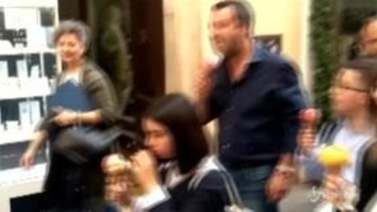 """Bus sequestrato, Salvini offre un gelato ai """"ragazzini eroi"""""""