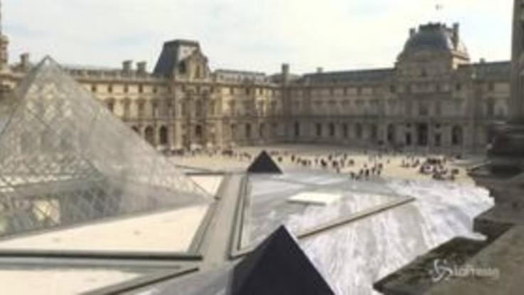 """Parigi, 30 anni della piramide del Louvre: sarà svelato il suo """"segreto"""""""