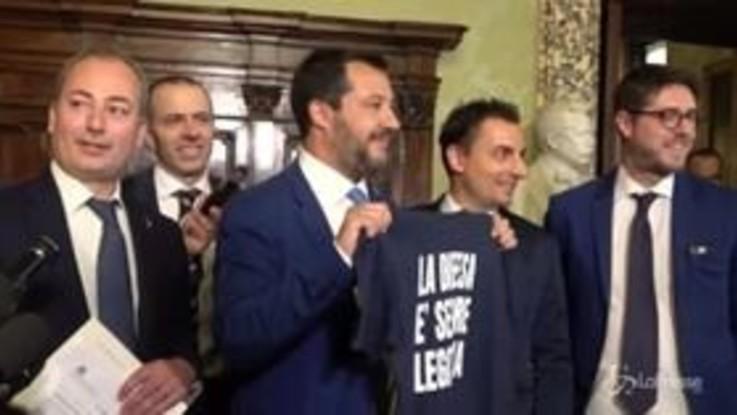 """Legittima difesa, Salvini: """"Non distribuiamo armi e non legittimiamo Far West"""""""