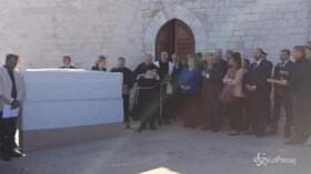 Assisi, cancelliera Merkel dona parte del Muro di Berlino al Sacro Convento