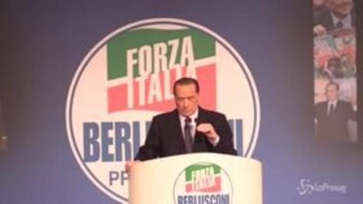 """Europee, Berlusconi presenta simbolo FI: """"Gli italiani non hanno capito nulla, si espongono a comunisti di strada"""""""