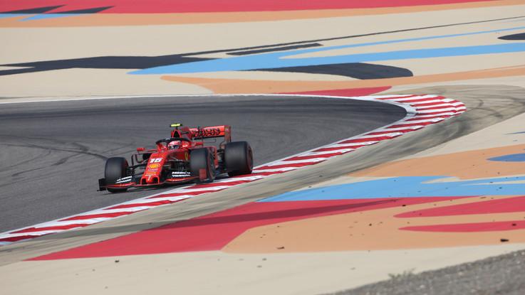 Gp Bahrain, doppietta Ferrari: prima pole position per Leclerc