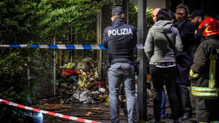 """Milano, trovato cadavere bruciato e fatto a pezzi. Polizia: """"Identificazione  solo con l'autopsia"""""""