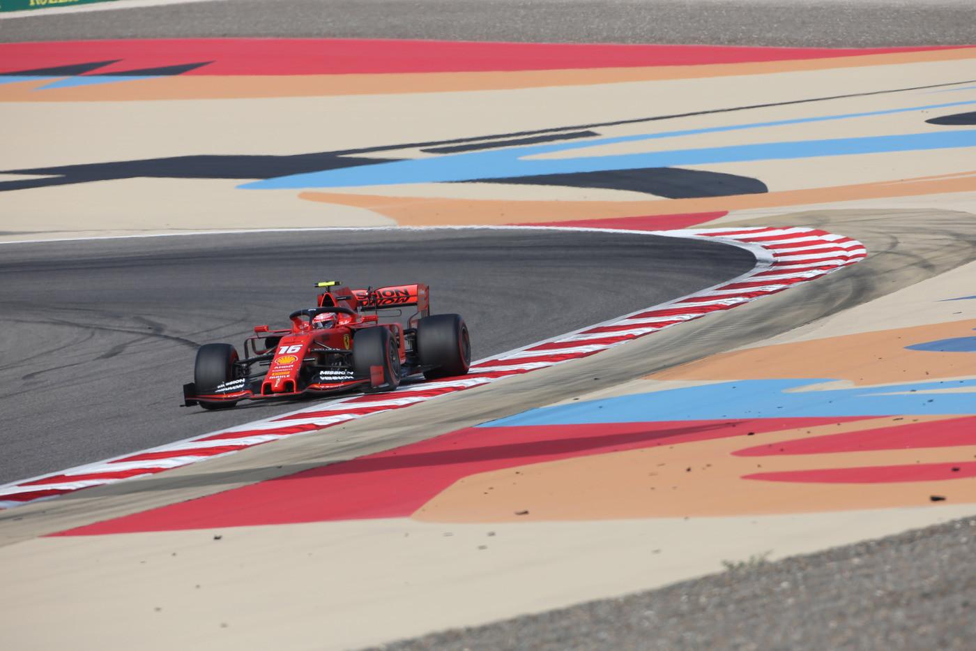 Gp del Barhain, vince Hamilton davanti a Bottas. Terzo, ma che sfortuna, un grande Leclerc