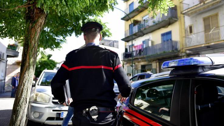 Nuoro, uccide ex moglie e ferisce il compagno: in fuga agente della polizia penitenziaria