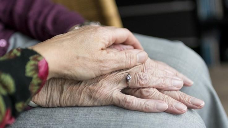 Catanzaro, maltrattavano anziani in casa riposo: coinvolti 5 operatori