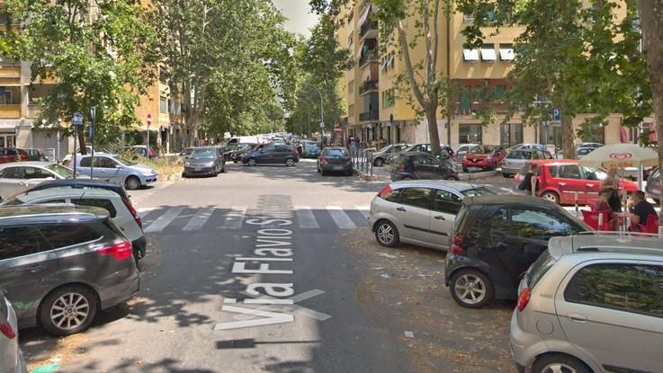 Sparatoria in strada a Roma. Due gambizzati davanti a un bar