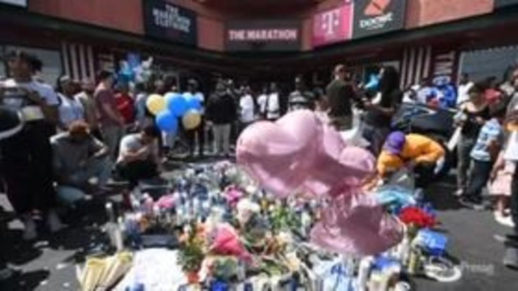 Los Angeles, centinaia di fan commemorano il rapper Nipsey Hussle