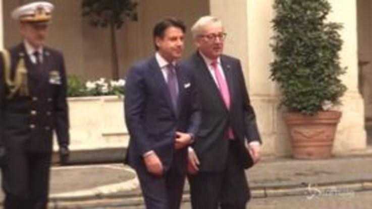 """Palazzo Chigi, Juncker: """"Preoccupato da regressione economica italiana"""""""