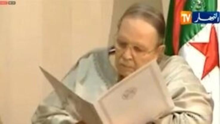 Algeria, dopo 20 anni si dimette Bouteflika
