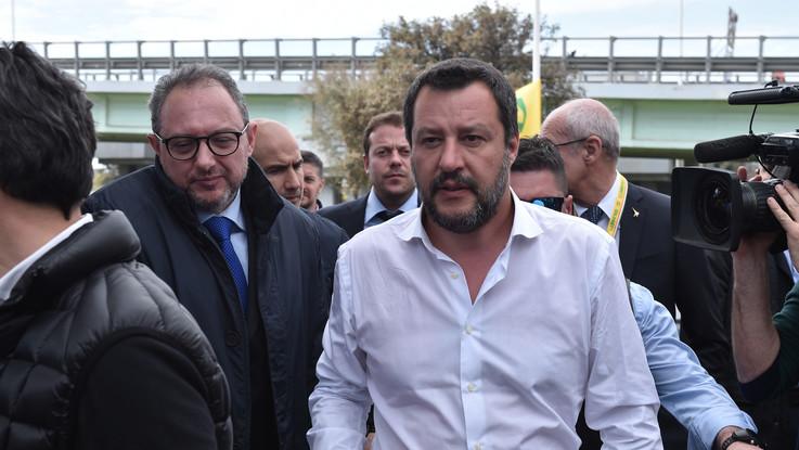 """Salvini contro il Mef: """"I burocrati partoriscano i decreti per i truffati delle banche"""""""
