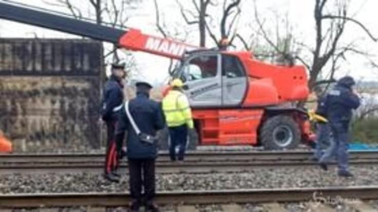 Incidenti sul lavoro, nel Milanese due operai morti schiacciati da lastra metallica