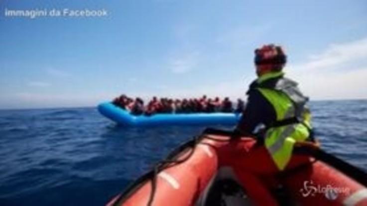 """Migranti, Sea Eye soccorre 64 persone. Salvini: """"Vadano in Germania"""""""