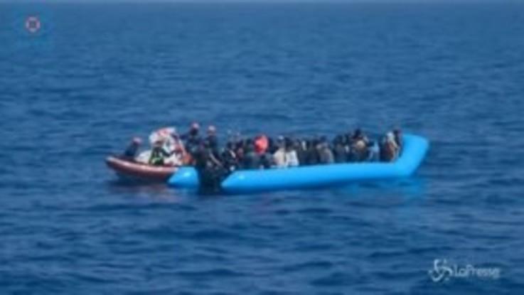 Migranti, il salvataggio della Sea Eye con 64 migranti a bordo