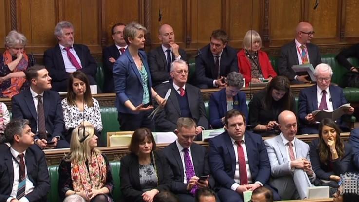 """Brexit, la Camera approva una norma che impedisce il """"no deal"""""""