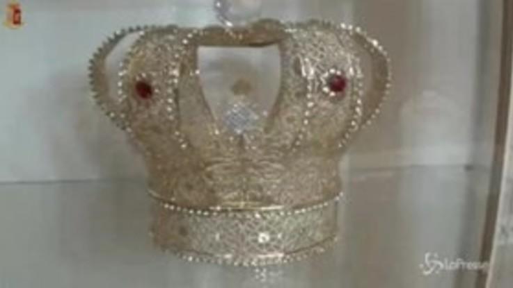Catania, nella casa dell'arrestato la corona da re del narcotraffico